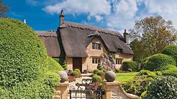 Thatched cotswold cottage